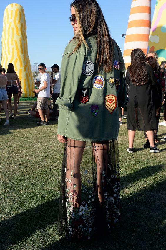 Mulher com saia transparente inspiração Lollapalooza