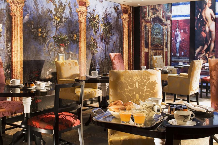 Hotel de luxo desenhado por Christian Lacroix em Paris