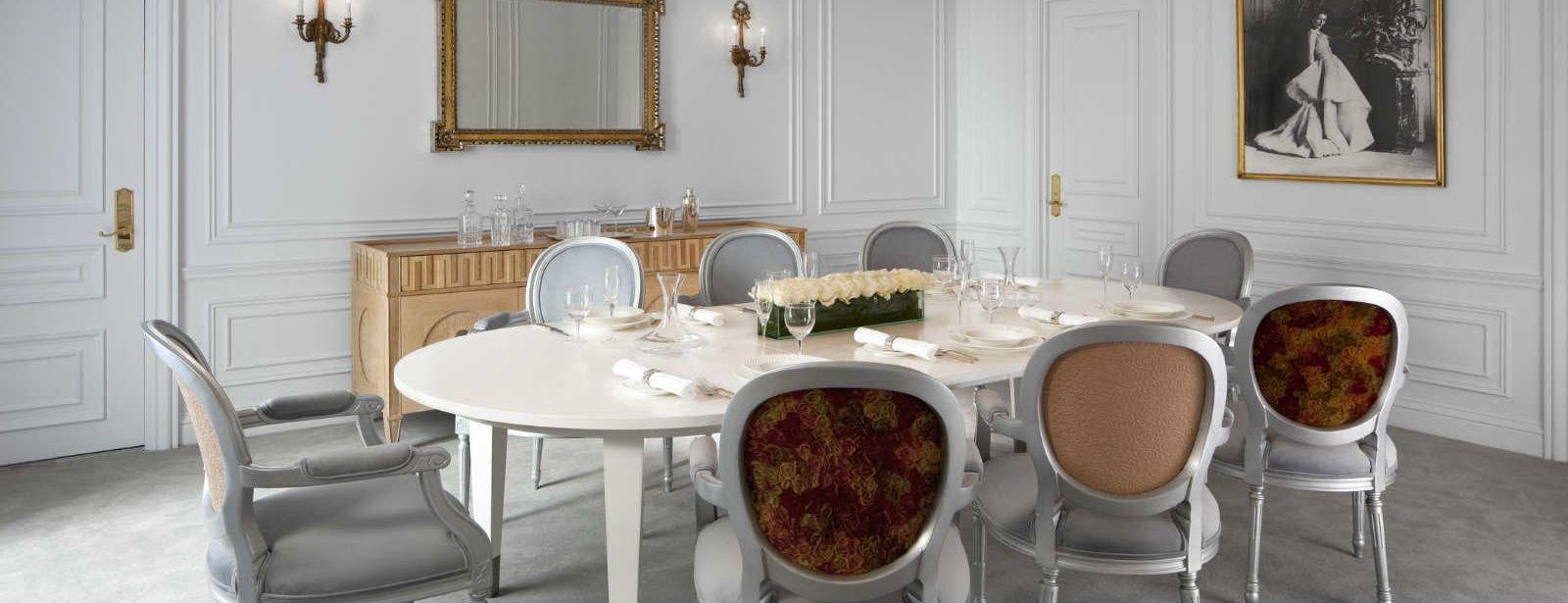 Sala de Jantar da suite Dior em hotel de luxo