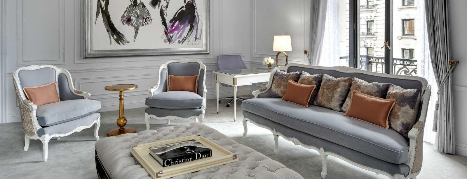 Detalhes da sala de estar da Suite Dior em hotel de luxo