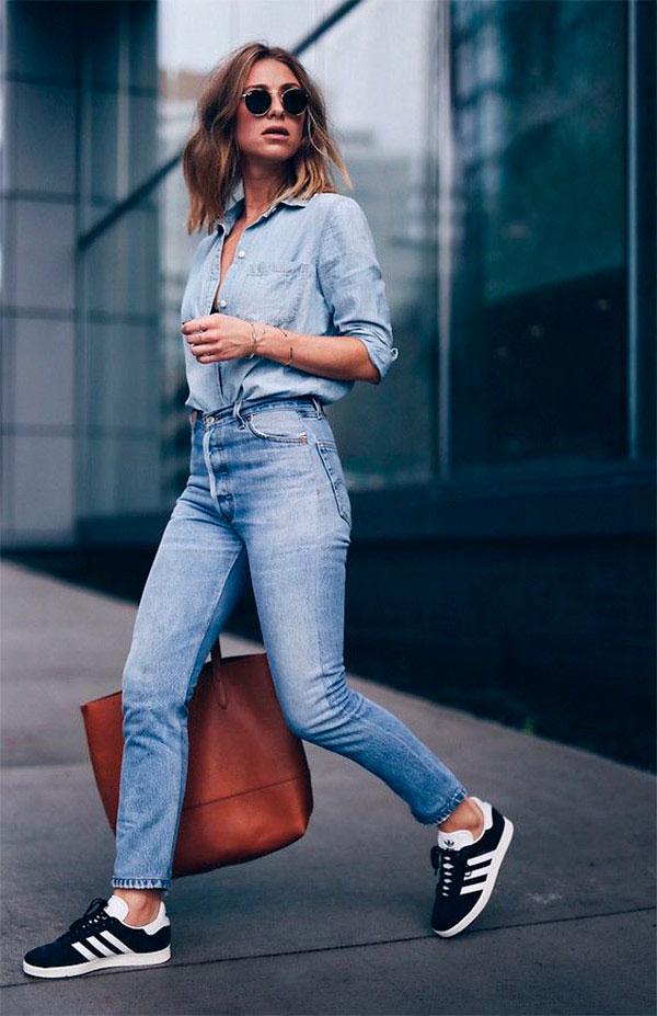 Mulher com calça jeans e camisa jeans