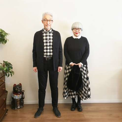 Casal japonês combina look