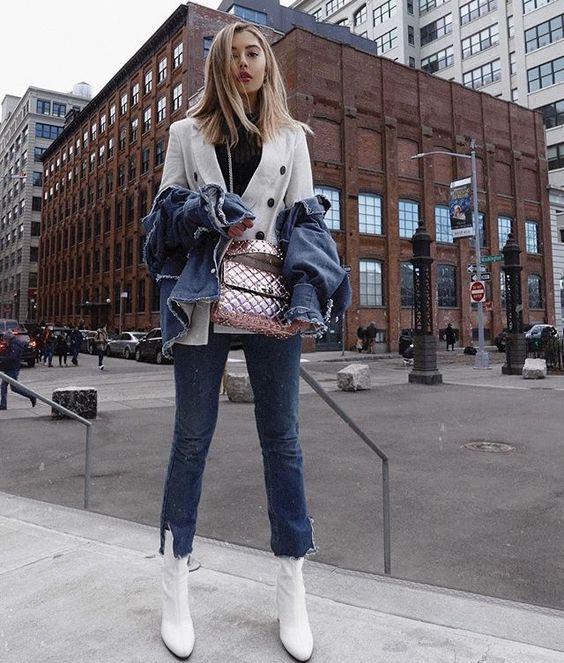Tendências de botas: bota branca com jeans cropped
