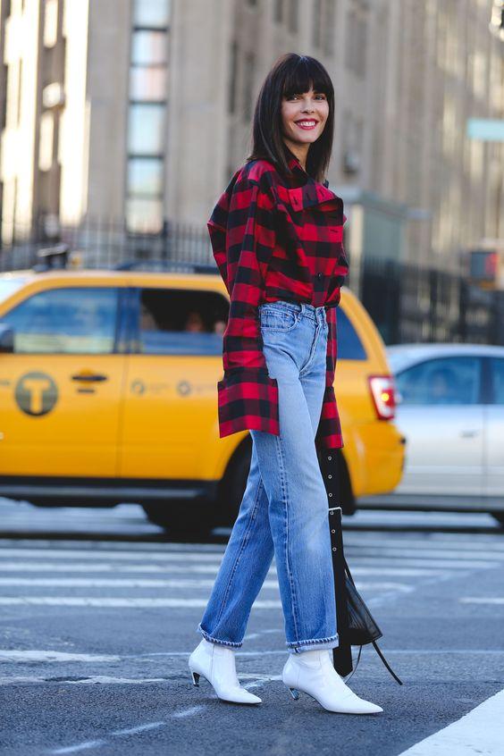 Tendências de botas: bota branca com calça jeans