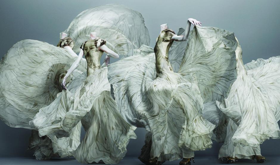 Moda e arte: vestidos da exposição de Alexander Mc Queen no Metropolitan Museum of Art