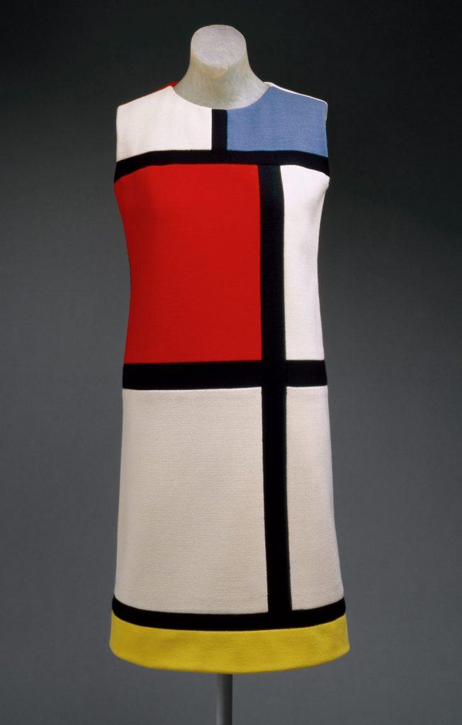 Moda e arte: vestido estampado com tela de Piet Mondrian criado pelo estilistas Yves Saint Laurent